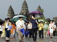 tourists_at_angkor200afp.jpg
