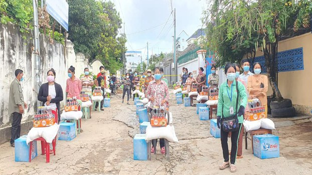 Preah_Sihanouk_province_food_aid_042721_1.jpg