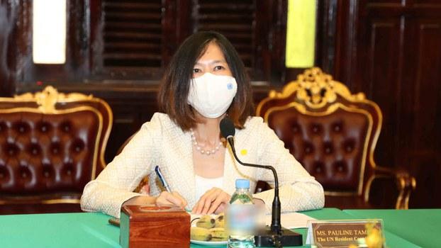 UN_meet_government_official_02.jpg