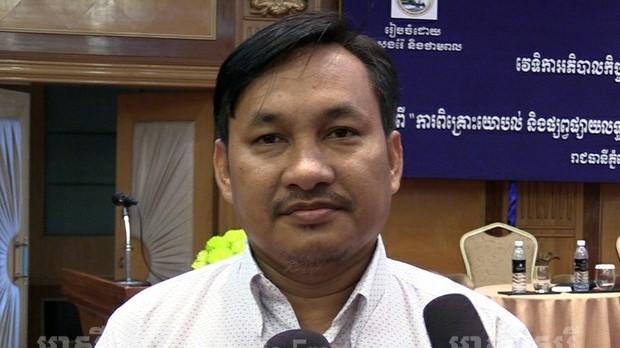 លោក សន ជ័យ ប្រធានអង្គការសម្ព័ន្ធគណនេយ្យភាពសង្គមកម្ពុជា ថ្លែងប្រាប់អ្នកកាសែតក្នុងកម្មវិធីពិគ្រោះយោបល់ និងផ្សព្វផ្សាយលទ្ធផលសិក្សារៀបចំយុទ្ធសាស្ត្រគ្រប់គ្រងការបូមខ្សាច់នៅខេត្តកោះកុង ដែលរៀបចំដោយក្រសួងរ៉ែ និងថាមពល នៅសណ្ឋានគារ អ៊ីនធឺ ខនធីណិនថល ភ្នំពេញ (Inter Continental Phnom Pehn) នៅថ្ងៃទី២១ ខែកក្កដា ឆ្នាំ២០១៧។