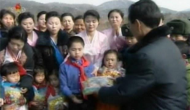 북 주민, 김정일생일기념 선물에 냉담한 반응