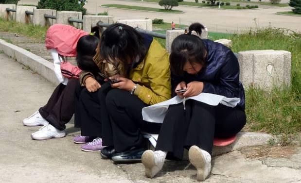 girls_phone_b