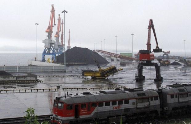러시아산 석탄 북한 경유 수출...국경 개방 징후?