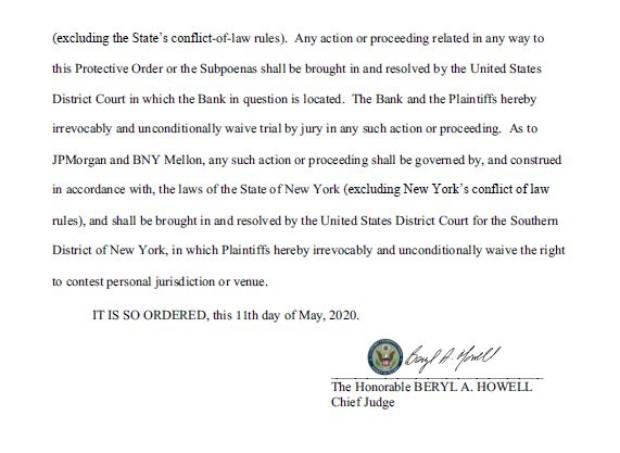 미국 워싱턴 DC 연방법원이 11일 북한 관련 자금을 보유한 미국 은행 'JP모건 체이스'(1천757만 달러), '웰스파고'(301만 달러), '뉴욕멜론'(321만 달러) 3곳의 해당 자금 정보를 웜비어 가족에게 제공하는 것과 관련한 '보호명령(protective order)'을 승인한 명령서.