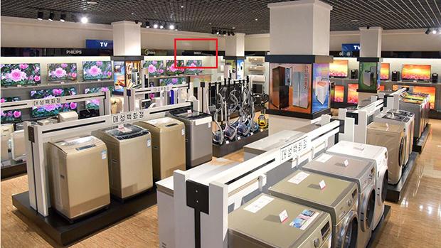평양 대성백화점 전자제품 매장에 독일의 전자기업인 '보쉬'(BOSCH)의 상표인 '보쉬'(빨간 네모)를 볼 수 있다.