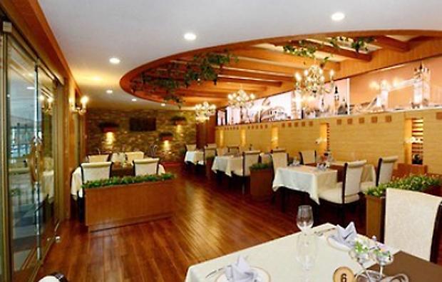 평양 국제비행장 내의 식당.