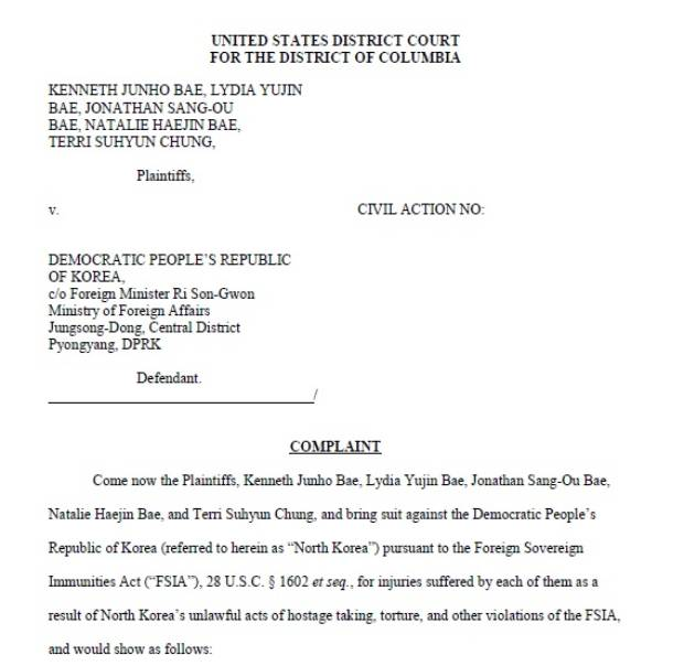 자유아시아방송(RFA)이 21일 입수한 케네스 배 씨와 그의 가족들 원고 5명이 지난 17일 북한을 상대로 육체적, 정신적, 경제적 피해로 미화 2억5천만 달러의 손해배상을 하라며 워싱턴 DC 연방법원에 제기한 손해배상 민사 소송장.