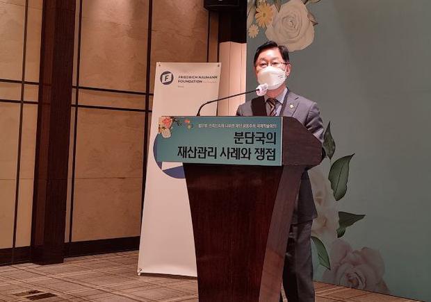 """한국 법무장관 """"이산가족 법·제도 정비 중요…북과 대화 필요"""""""
