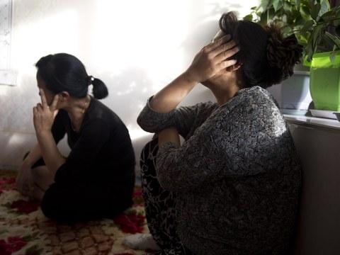 인신매매로 중국 농촌 남성과 결혼한 북한 여성들.