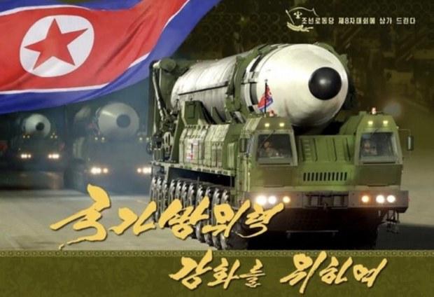 북, 당대회 참가자에 국방력 과시 화보 배포