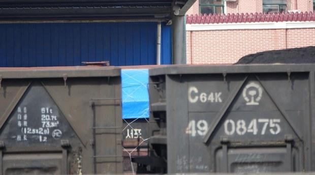 중국 단동역 국제화물열차 북한으로 출발