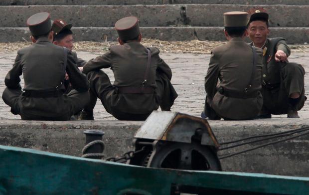 북한군 간부 비리 신소사건으로 검열 칼 바람