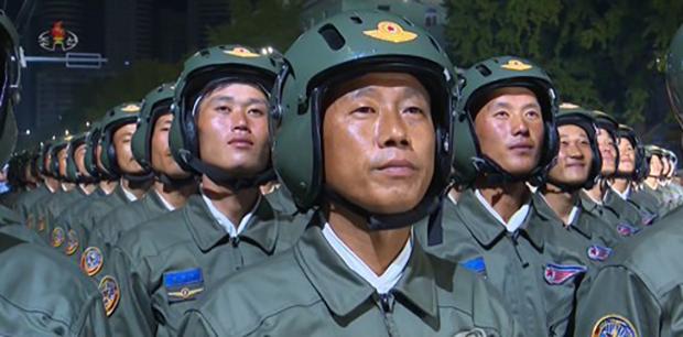"""어젠 주민, 오늘은 군인에 """"인내와 희생"""" 북 앵무새 강연"""