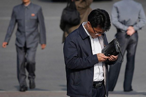 py_smartphone_user-620.jpg