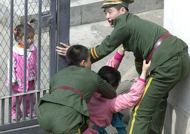 defector_china_police_b