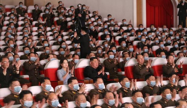 김정은식 '오락가락' 마스크 착용 노림수는?