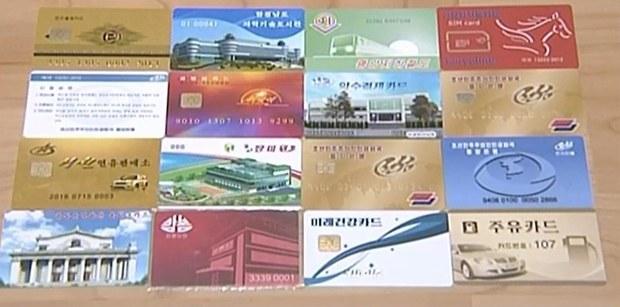 북한에서 사용 중이거나 개발 중인 전자카드 종류. 은행 거래는 물론 휴대폰, 지하철, 도서관, 주유소 등 다양한 목적으로 전자카드가 사용 중이거나 개발 중임을 알 수 있다. 북한은 평양 정보기술국 산하 카드연구소가 전자카드 체계를 발전시키고 있다.