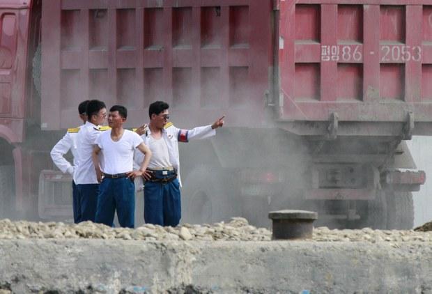 무역재개  조짐 속 북 세관원 중국 백신 접종설