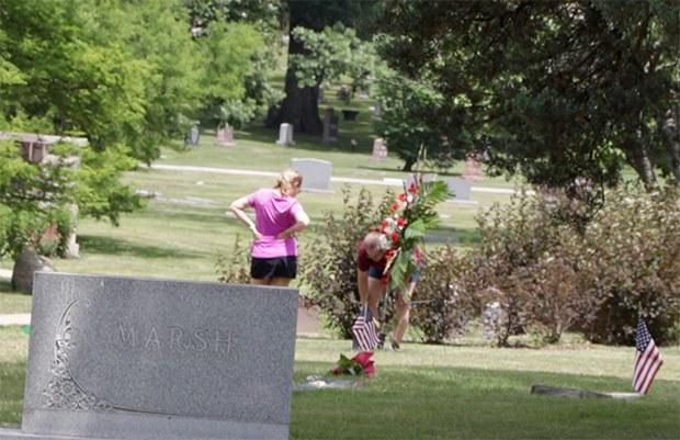 warmbier_cemetery_flower_b