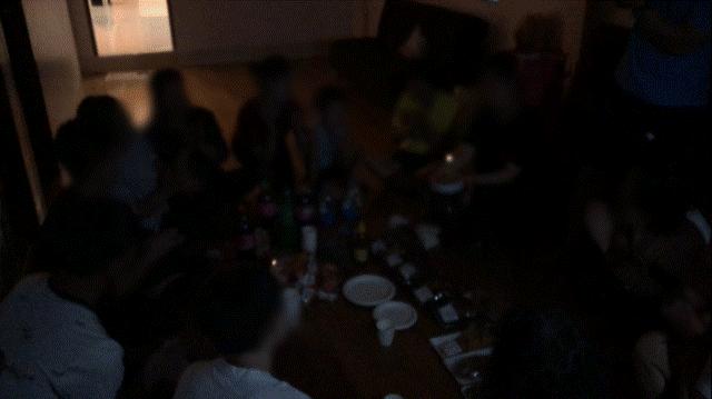 제3국에서 맞이한 첫날 밤. 생일을 맞은 탈북자를 위한 생일파티가 열렸다.