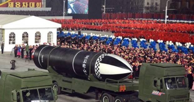 지난 1월 평양서 열린 당 제8차 대회 기념 열병식에서 '북극성-5ㅅ'으로 보이는 문구를 단 신형 추정 잠수함발사탄도미사일(SLBM)이 등장했다.