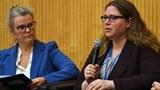 지난해 국제원자력기구(IAEA)에서 발표하고 있는 해넘 연구원(우측).