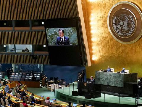 문재인 대통령이 21일(현지시각) 미국 뉴욕 유엔 총회장에서 기조연설을 하고 있다.