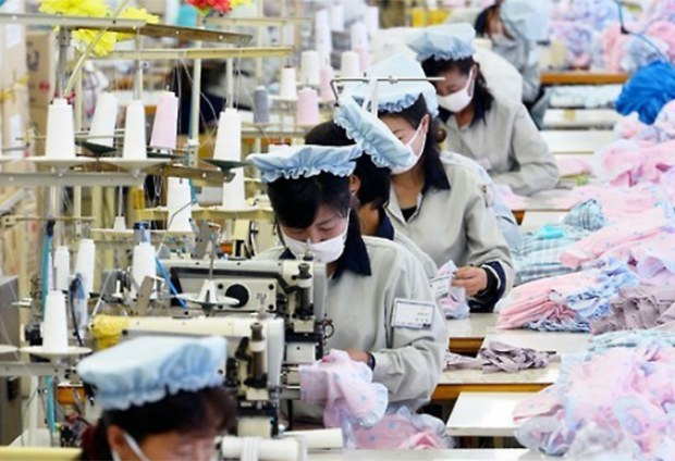 kaesung_fabric_workers-620.jpg