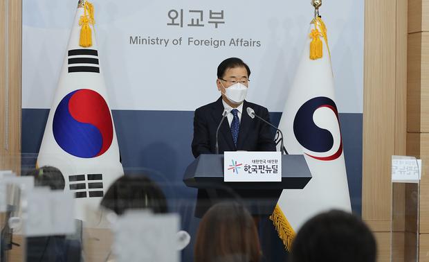 """외교장관 """"북 인권·미사일 유감"""" 우려 표명"""