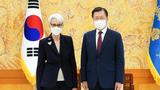 """셔먼 부장관, 문대통령 만나 """"대화 제의에 북 호응 기대"""""""