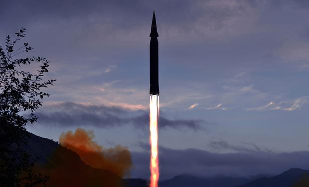 """한국 군 """"북 극초음속 미사일, 개발 초기 단계"""""""