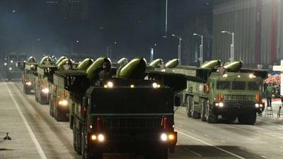 14일 북한 평양에서 당 제8차 대회 기념 열병식이 열렸다고 조선중앙통신이 15일 보도했다. 사진은 열병식에 등장한 신형 단거리 4종 세트 중 하나인 '북한판 이스칸데르'(차륜형) 미사일. [조선중앙통신 홈페이지 캡처]