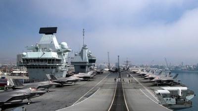 영국의 최신 항공모함 퀸 엘리자베스호가 지난달 1일 사이프러스의 한 항구에 정박한 모습.