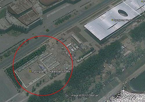 위성사진에 잡힌 평양시내 스케이트보드 공원 모습(빨간색 원 내).