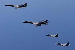 일본 전투기·미국 폭격기 공동훈련