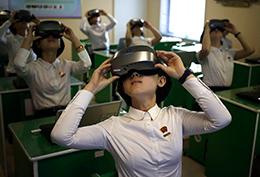 가상현실(VR) 안경 쓴 평양의 대학생들
