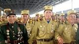 북한 '전승절'(정전협정 체결일·7월 27일) 경축행사에 참가하는 전쟁 노병들이 평양에 도착해 주민들의 환영을 받고 있다.
