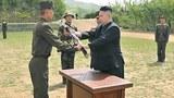 북한 김정은 국방위원회 제1위원장이 인민군 제405부대를 방문, 시찰하는 모습.