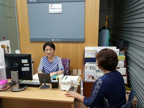 북한이탈주민의료상담실에서 탈북자가 상담을 받는 모습.