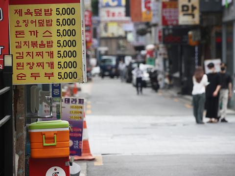 서울 종로구 관철동 젊음의거리 일대 식당가 모습.