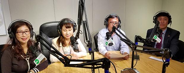 북대범 회원들이 자유아시아방송을 방문해 인터뷰를 하고 있다.(좌로부터 조 에스더, 김, 최, 주경배)