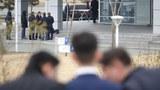 북러 정상회담이 끝난 지난 4월 25일 러시아 블라디보스토크 극동연방대학교에서 북한 유학생들이 회담을 마친 김정은 국무위원장을 기다리며 이야기를 하고 있다.