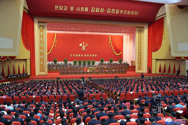 희망이 보이지 않는 북한의 8차당대회 모습