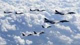 미국의 F-35B 스텔스 전투기와 B-1B 전략폭격기, 한국 공군 F-15K 전투기가 한반도에서 모의 폭격훈련을 하고 있다.