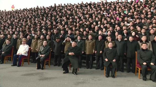 북한 8차 당대회 참가자 선물 없어