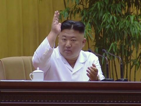 북한은 지난 6일 수도 평양에서 김정은 노동당 총비서가 참석한 가운데 '당 최말단' 세포비서 대회를 개최했다. 김정은 총비서는 당 세포비서 대회에서 더욱 '강력한 고난의 행군'을 선언했다.
