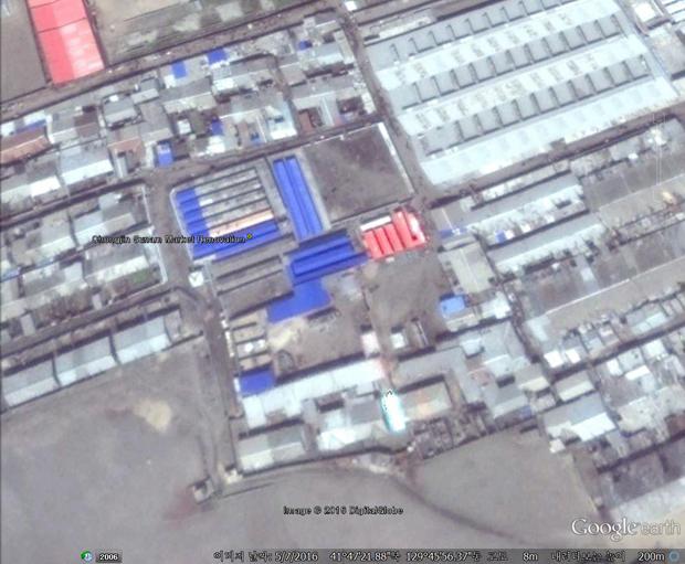 청진시를 대표하는 수남시장. 청진시 개발사업의 하나로 이곳의 지붕도 새로 교체했다. (사진-구글 어스 캡쳐/커티스 멜빈 제공)