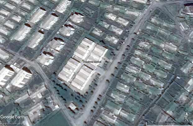영변 핵 단지 인근에서 운영 중인 시장. 주변에 거주하는 북한 주민, 근로자들이 이용하는 곳으로 보인다.