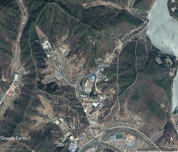 북한 조선인민군 해군사령부의 전체 모습. (2017년 4월 22일 촬영) 2012년을 전후로 시작된 공사가 2015~2016년부터 빠르게 진행돼 많은 변화를 보이고 있다.