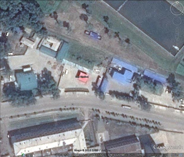 혜산시에 새로 생긴 주유소. 사진-구글 어스 캡쳐/커티스 멜빈 제공